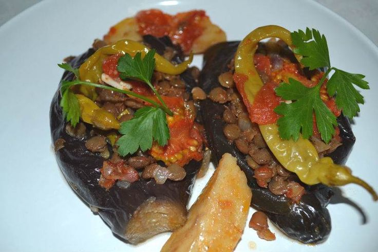 Mercimekli Karnıyarık - Zehra Şener #yemekmutfak Mercimekli karnıyarık Antakya yöresine özgü çok lezzetli bir yemektir. Son derece sağlıklı ve besleyici olan bu yemek tarifi vejetaryenler için de uygundur.