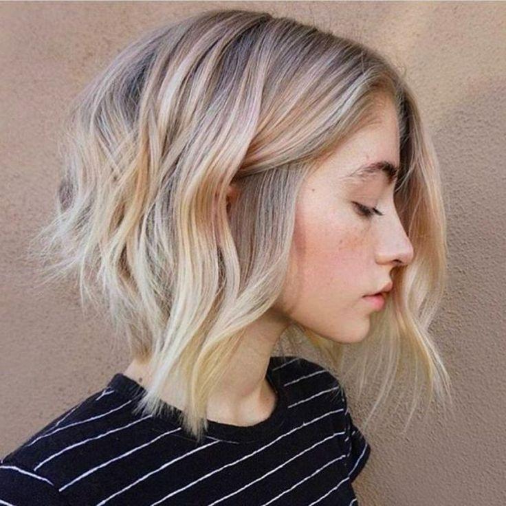 A Line Bob Haircut Trendige Bob Frisur Fur Stilbewusste Und Extravagante Dame Frisur Dicke Haare Bob Frisur Schulterlange Haarschnitte