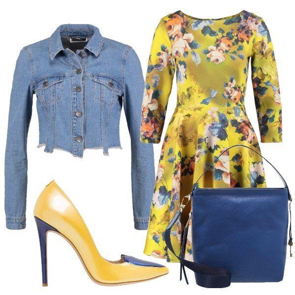 Outfit composto da vestito giallo con fantasia con maniche lunghe e gonna ampia, giubbotto di jeans corto, décolleté gialle con tacco e particolari blu, borsa a mano blu.