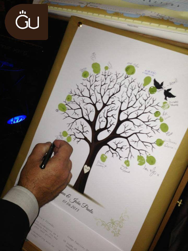 Un articol despre o nuntă românească cu pasiune braziliană! În imagine: copacul iubirii cu amprente.