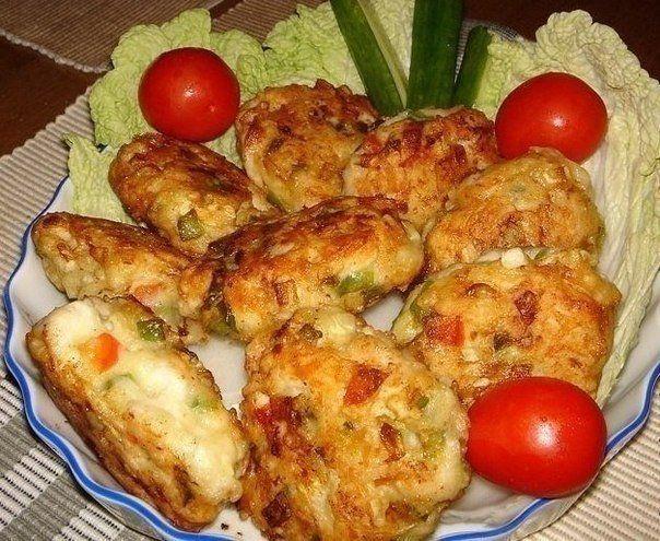 Рецепт очень вкусных и полезных котлет из куриного мяса с овощами и сыром. Вкус у этих котлет получается очень пикантный и необычный. | Школа шеф-повара