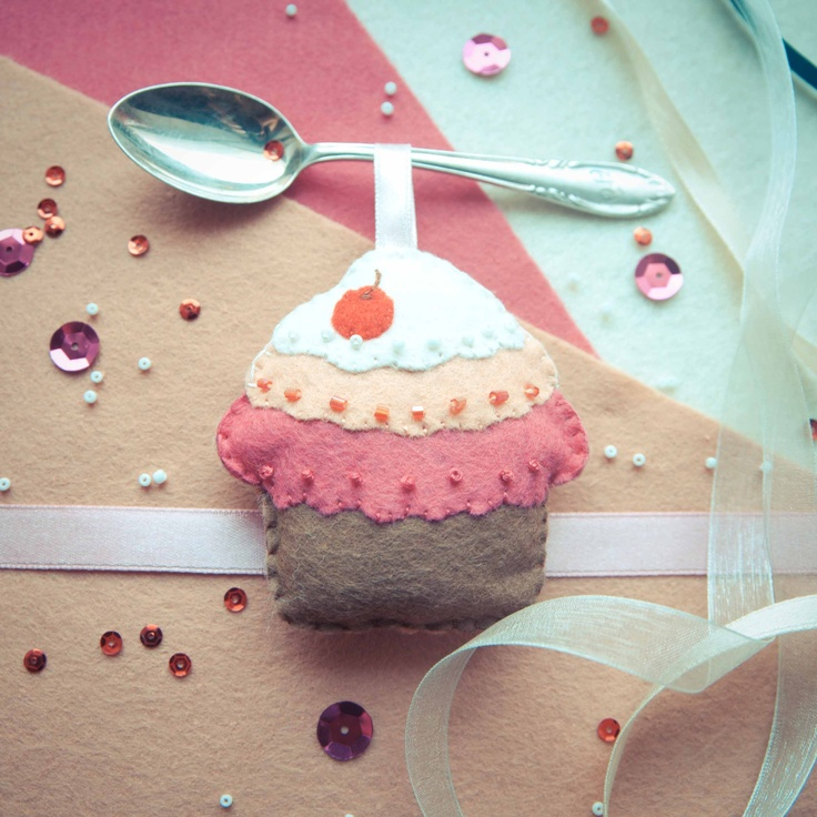 Handmade by Martha Stark tags: #handmade #marthastark made of #felt #decoration #rekodzielo #bead #thread #colourful #fancywork #muffin #cupcake