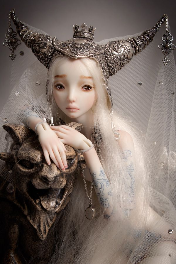 """""""Beauty and the Beast""""-- a phenomenal ball-joint-doll made of porcelain by artist Marina Bychova. The details on her dolls are amazing and exquisite!Marina Bychkova, The Artists, Ball Jointed Dolls, Enchanted Dolls, Fairies Dolls, Artdolls, The Beast, Art Dolls, Fairies Tales"""