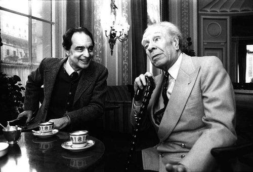 """Italo Calvino y Jorge Luis Borges.   Possibly by the time a blind Borges declared he had recognized Calvino """"by his silence"""".   http://www.elmalpensante.com/index.php?doc=display_contenido=1652"""