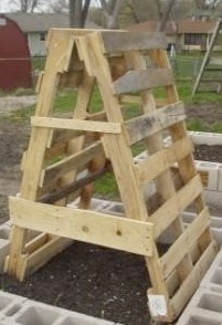 Clever use of pallets in the garden.