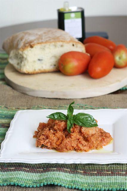 Pappa col pomodoro toscana - Tuscan summer bread soup #tuscanrecipe #italianrecipe #soup #summerfood #pappa #ricettatoscana