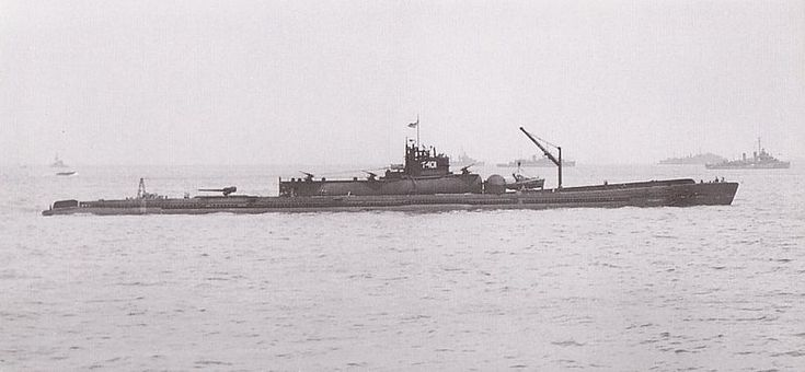 An aircraft carrying SUBMARINE!!!! The Imperial Japanese Navy's I-400-class submarine, the largest submarine type of WWII