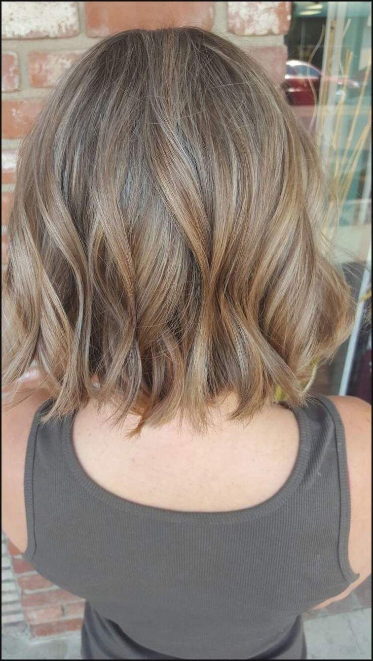 Bob-Haarfarben und Haar-Modelle.   Einfache Frisuren #frisuren #hairstyle #einfachefrisuren #love #like #mode #damen #kurzehaare #kurzhaarfrisuren #kurze #haare #kurzhaarschnitt #haarschnitt #kurzhaarfrisur #frisuridee #inspiration #stylingidee #kurz #frisur #pixie #shoutout #bobfrisuren