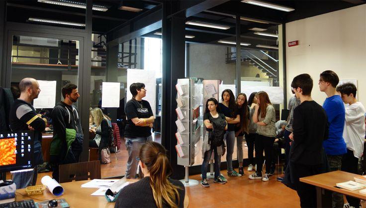 TRIFOLIO. Making books : il valore di essere bottega per musei e gallerie d'arte internazionali | Finalmente si possono sfogliare i libri. Giovedì 7 aprile la classe prima di una scuola di grafica è venuta a visitare la mostra