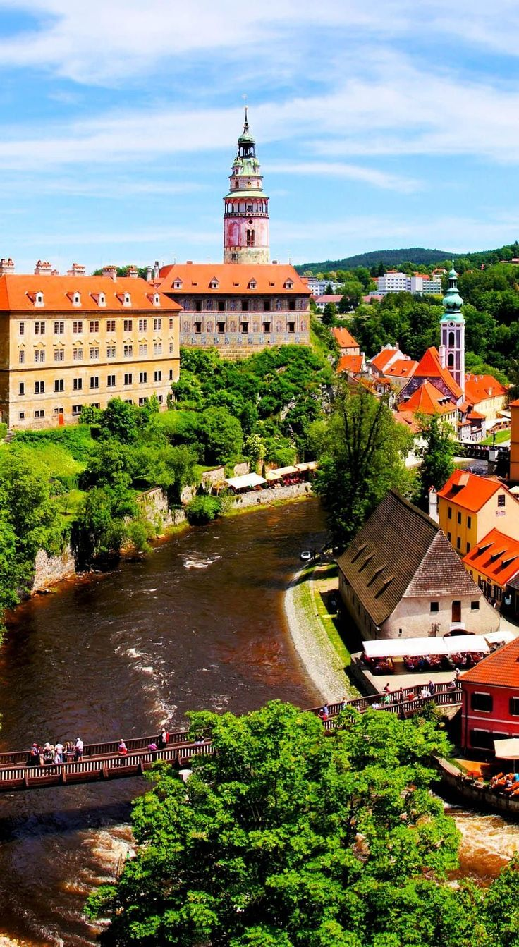 View over the Old Town of Cesky Krumlov, Czech Republic | 22 Reasons why Czech Republic must be in the Top of your Bucket List