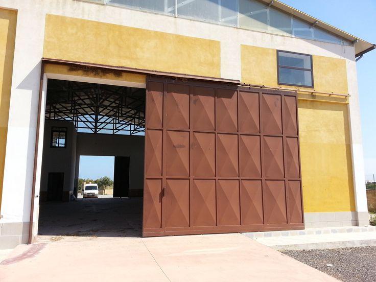 Vendesi o Affittasi capannone in ottime condizioni di mq. 500 con locale ufficio e 2 bagni. Ampio Parcheggio TRATTATIVE RISERVATE!!!