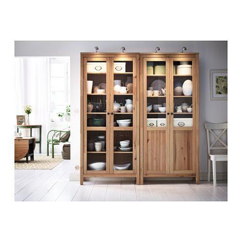 HEMNES Kast met paneel-/vitrinedeur - lichtbruin - IKEA (linker deel €299,-)