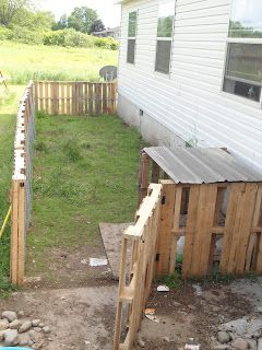 Pallet duck house and run