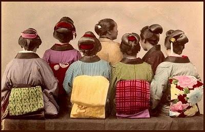Meiji girls dress up!(Meiji is a Japanese era from 1868 to 1912.)