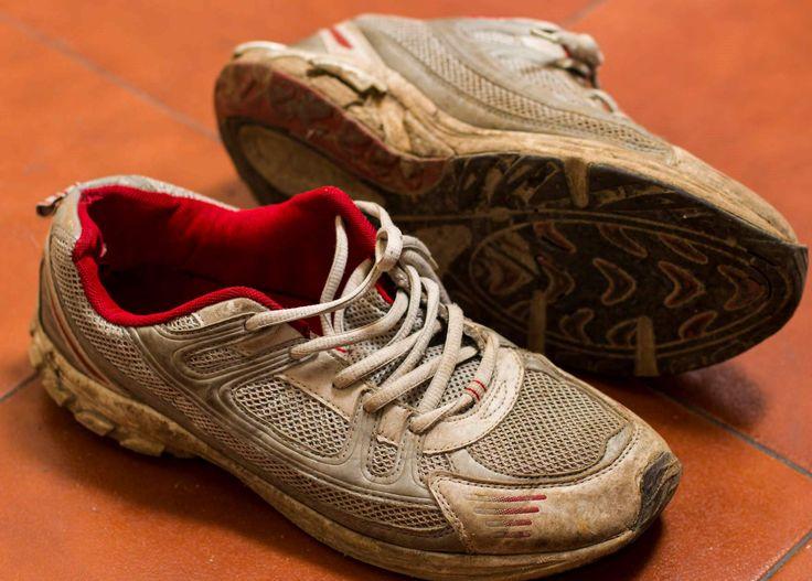 Когда пора менять кроссовки?  Кроссовки — это долговечная и износостойкая обувь. Но им, как и всему хорошему, рано или поздно приходит конец, и этот конец важно распознать. Почему не стоит бегать в изношенных кроссовках? #professionalsport #профессиональныйспорт #интернетмагазин #спортивныетовары #спорт #sport #running #кроссовки #run #бег #кроссовкидлябега #Irun #sportfashion
