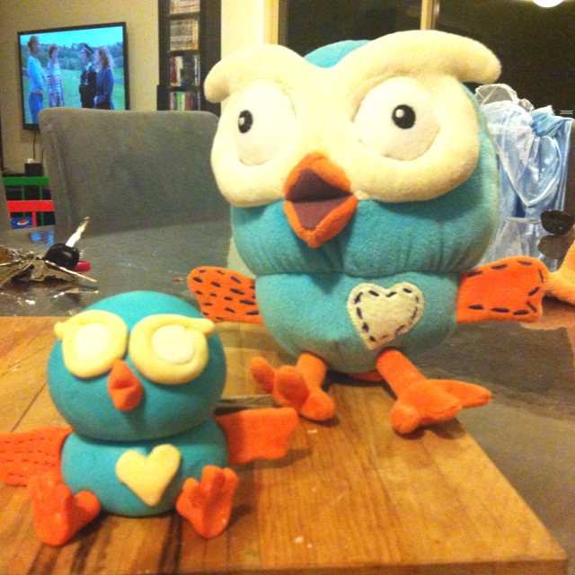 (Giggle and Hoot) Hoot cake topper, fondant, without painted features, first attempt.
