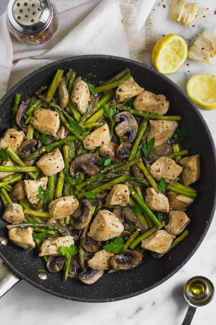 Asparagus and mushrooms with creamy sauce with garlic, lemon and pumpkin   – Low Carb