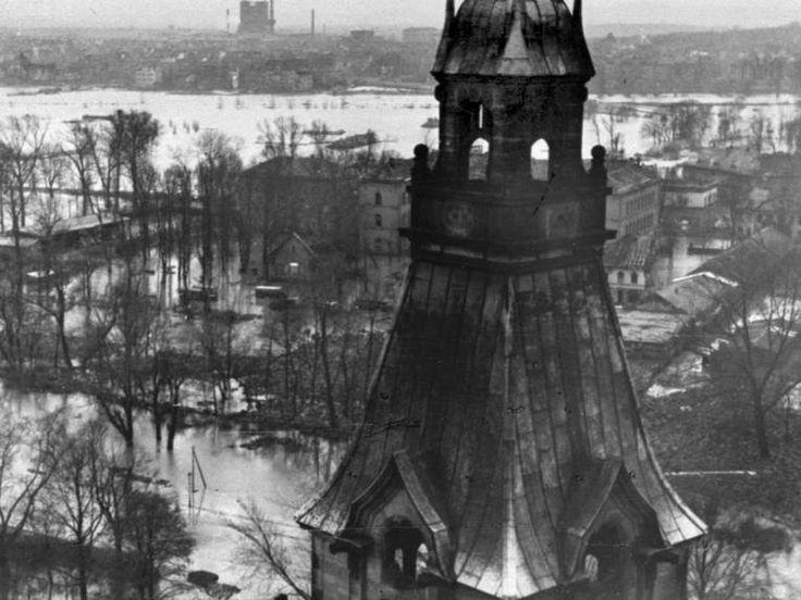 HANNOVER ÜBERSCHWEMMUNG Blick vom Rathausturm am 11.02.1946