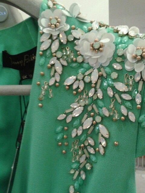Embellishment:                                                                                                                                                      Mais