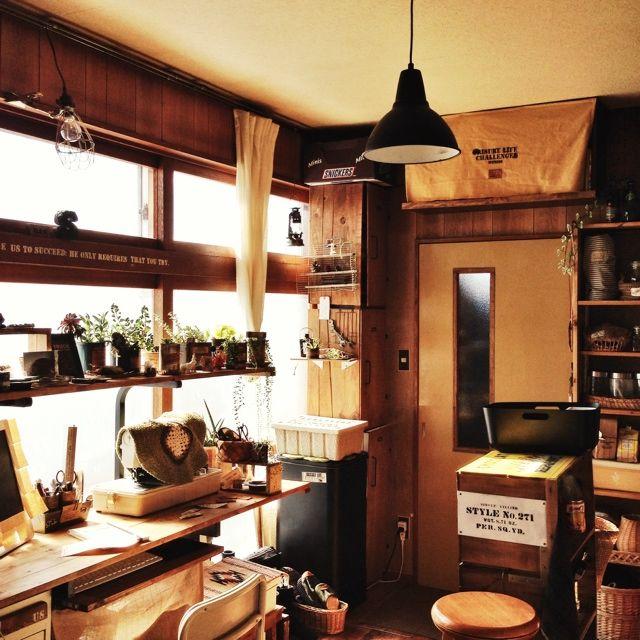 Orieさんの、IKEA,わたし空間,小さなお家,男前,IKEA ライト,窓枠にステンシル,リメ缶,多肉植物,りんご箱,好きが沢山,キッチン,のお部屋写真