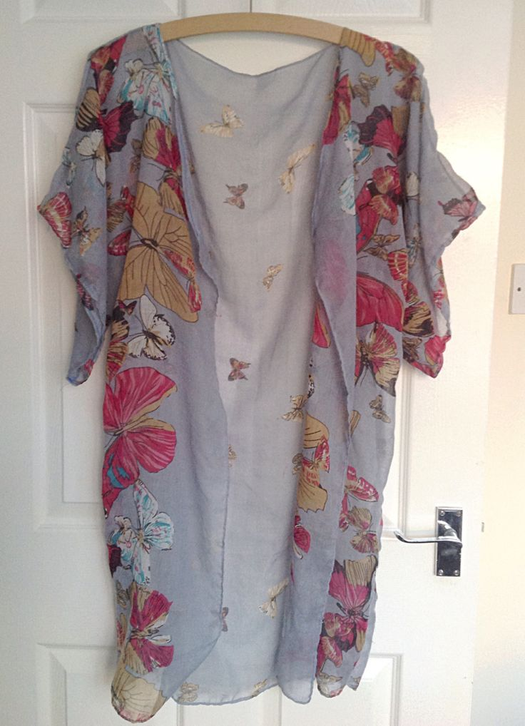 I'll admit, I'm not sure if this is a kimono or kaftan, but either way I love it! Made from an old scarf, it makes a lovely cover-up for my summer holiday! From this… To this&#823…