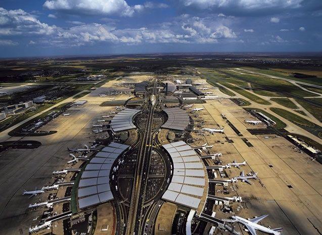 YannArthusBertrand2.org - Fond d écran gratuit à télécharger || Download free wallpaper - Terminal 2, aéroport de Roissy-Charles-de-Gaulle, Val-d'Oise, France (49°00' N - 2°34' E).