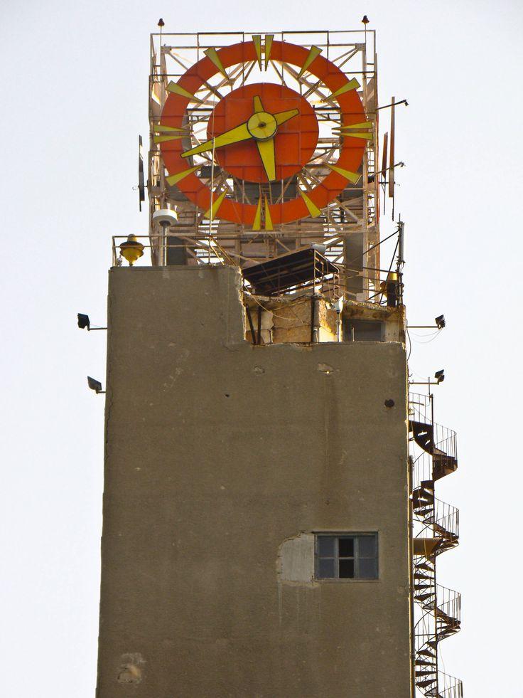 "The magical clock that plays music "" Ta Pedia toy Pirea- Melina Mercuri"" | http://www.youtube.com/watch?v=VcTdvBr30xY"