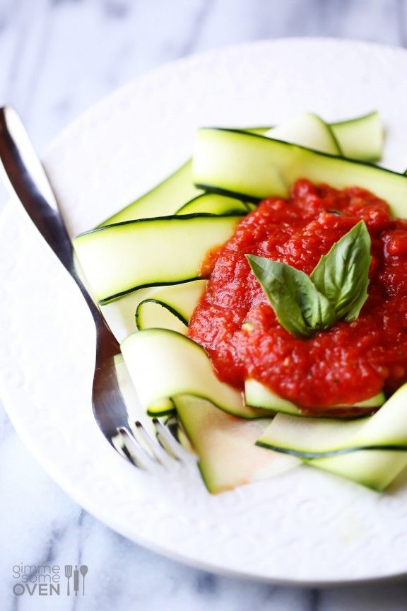 Gimme Some Oven | Zucchini Pasta w/ Raw Marinara Sauce | http://www.gimmesomeoven.com