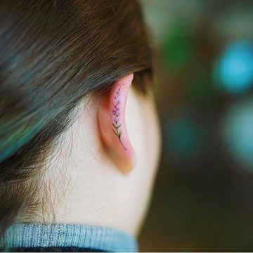 tatuajes en la oreja para mujeres lavanda