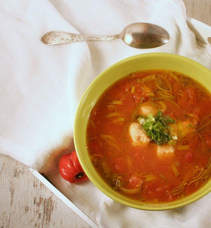 Zupa z pomidorów na maśle, z kawałkami łososia