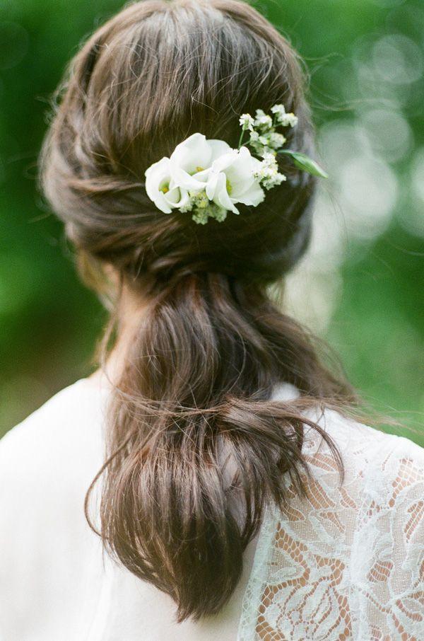 Bridal Hairstyle with Fresh Flowers | Warmphoto | Sleeping Beauty - An Enchanted Bridal Morning