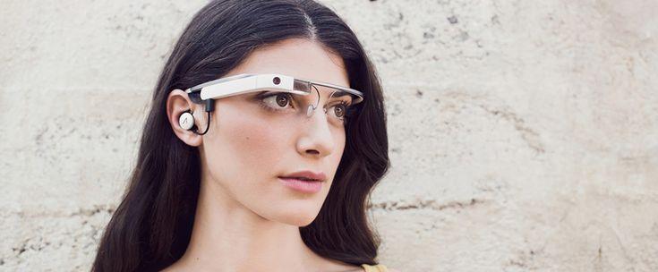 http://www.estrategiadigital.pt/bradesco-google-glass/ - A 25 de janeiro de 2013, o banco brasileiro Bradesco fez um grande anúncio: o lançamento de um aplicativo para os usuários usarem com o Google Glass, o produto da multinacional americana que seria lançado ao público apenas em maio de 2014.
