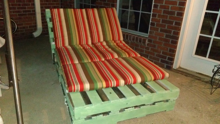 Pallet chaise lounge