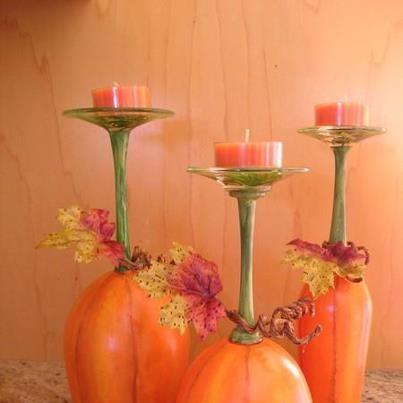 Wine glasses painted like pumpkins and used as candle holders.etsy.com (Creative Recycling Ideas - Riciclo Creativo- idee fai da te)