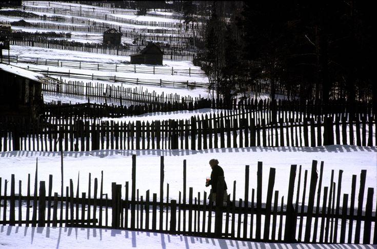 Burt Glinn   Russia.  1963.  Russian Snow Fence.