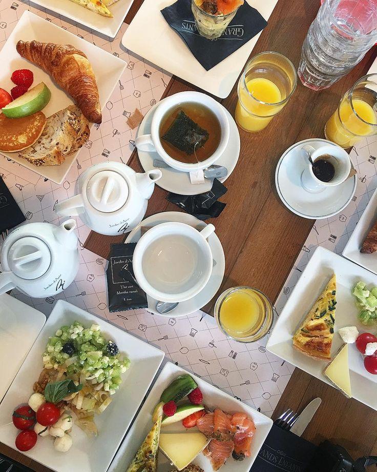 B R U N C H  . Tradition entre gonzesses  le debrief de la semaine autour du Brunch dominical  AUX GRANDS ENFANTS  restaurant / bar . Montpellier (34) .  Article sur le blog {lien direct dans ma bio} _____________________ #brunch #brunchmontpellier #pintadebrunch #auxgrandsenfants #restaurant#food #foodlover #blogfood #foodblogger#foodporn #montpellier #pintademontpellier