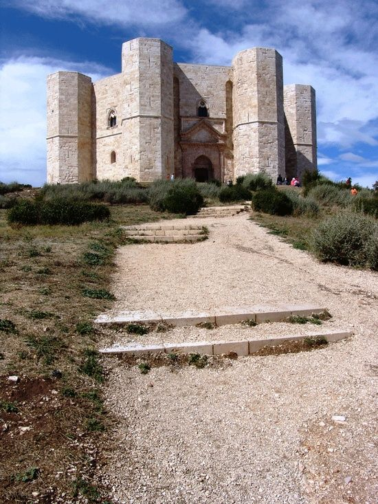 My favorite castle in Italy. Beyond magical. PINTEREST.COM./CASTLES OF ITALY | Castles / Castel del Monte, Puglia, Italy