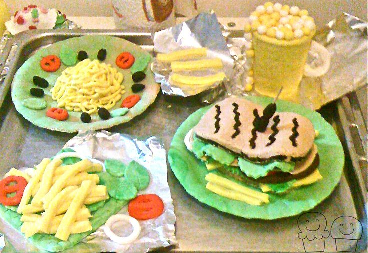 #fastfood #restaurant #chips #burger #sugarpaste #pastadizucchero #tavola #cibo #food #sandwich #panino #cuginidupon #steak #bistecca #patatine #beer #birra #pasta #spaghetti #menu #dishes #toeat #mangiare #cakedesign #mordimibyemme
