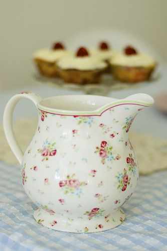 GreenGate pitcher Claire Multi