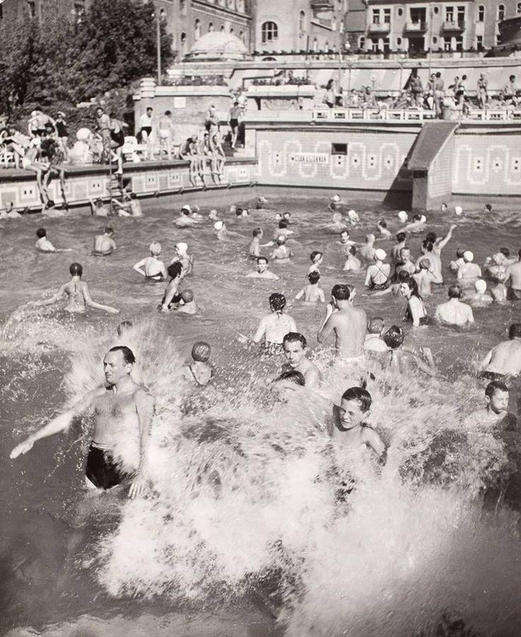 1948. A Gellért Hotel hullámfürdője (Robert Capa)