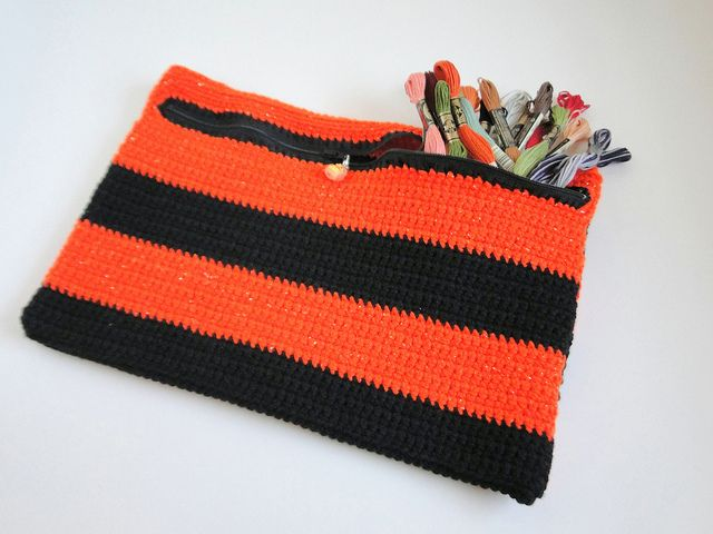 add a zipper to crochet Crochet Pinterest