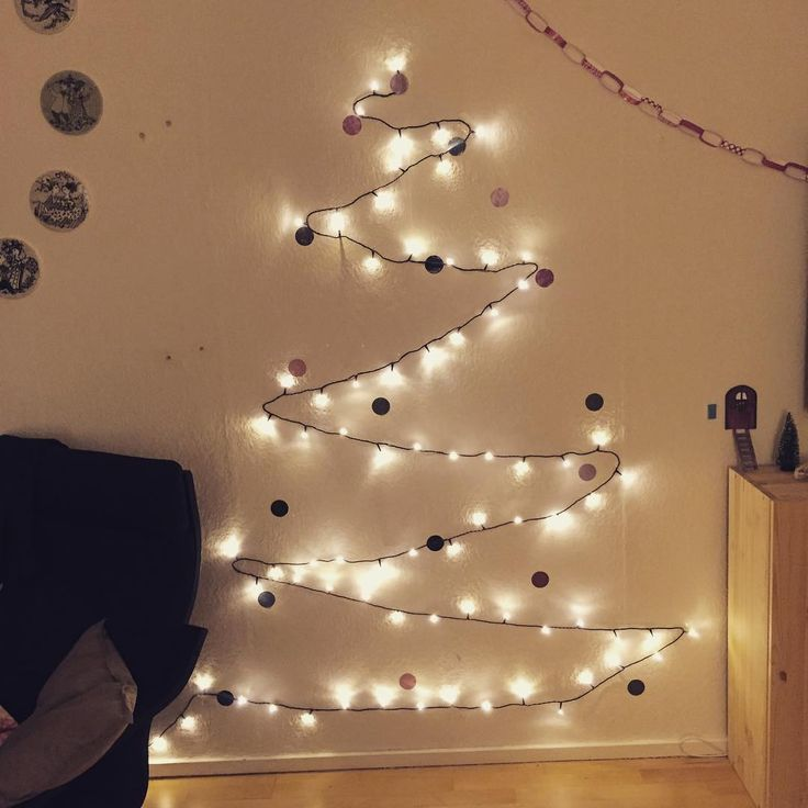 """Langt om længe kom juletræet op  #jul #jul15 #julen #julelys #julen15 #juletræ #julepynt #lys #sg #søstrenegrene @sostrenegrene #diy #bolig…"""
