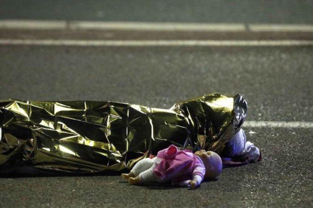 Fransa'nın Nice şehrinde Bastille Günü'ne terör saldırısı; 84 ölü 100'ün üstünde yaralı! http://www.kartal24.com/63247-fransanin-nice-sehrinde-bastille-gunune-teror-saldirisi-84-olu-100un-ustunde-yarali