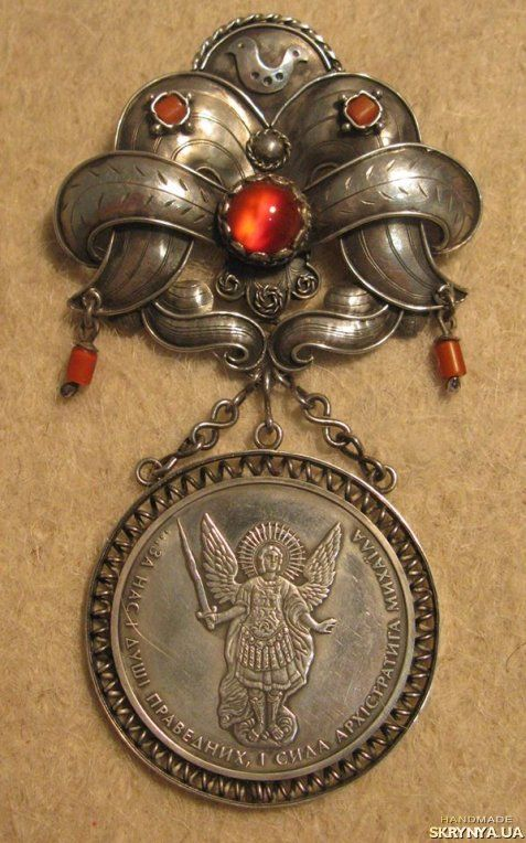 """Dukach with bow """"Posulska bird"""" це майже точна копія старовинної прикраси регіону річки Сула.  Ручна робота, срібло, сердолік, сучасна українська монета – це місток між шляхетним минулим та сучасністю!"""