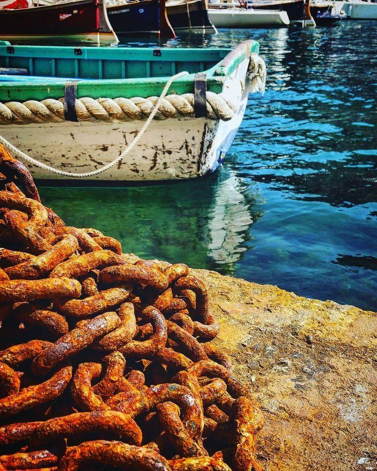#chain #rusty #pier #bay #reflections #standbyme #discovering #portofino #italy #sea #waves #foam #rocks #mediterranean #sky #bluesky #clouds  #mediterranean #beach #city #citylife #loves_liguria