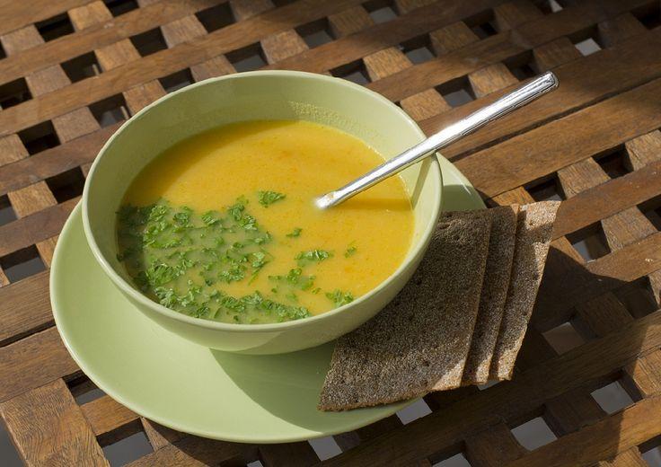 Класична перша страва може стати оригінальною, якщо до неї додати кабачки і перетворити її на ніжний крем. Супчик за цим простим рецептом можна приготувати і для дітей.         Посмакував рецепт кабачкового крем-супу, будь ласка, напишіть про свої враження в коментарях та поширте перепис в с