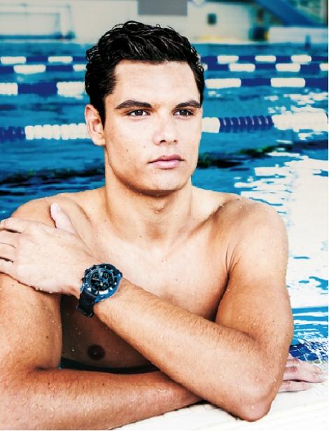 """Florent Manaudou ambassadeur des montres Ice Watch - """"Florent Manaudou avait séduit Ice Watch avant les jeux. Le jeune sportif, gendarme de métier, était alors devenu le nouvel ambassadeur de la marque belge."""" - http://www.blog-bijoux.fr/category/montres/montres-homme/"""