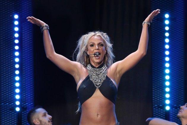 Britney Spears sings Happy Birthday live in Singapore http://ift.tt/2stxfTD