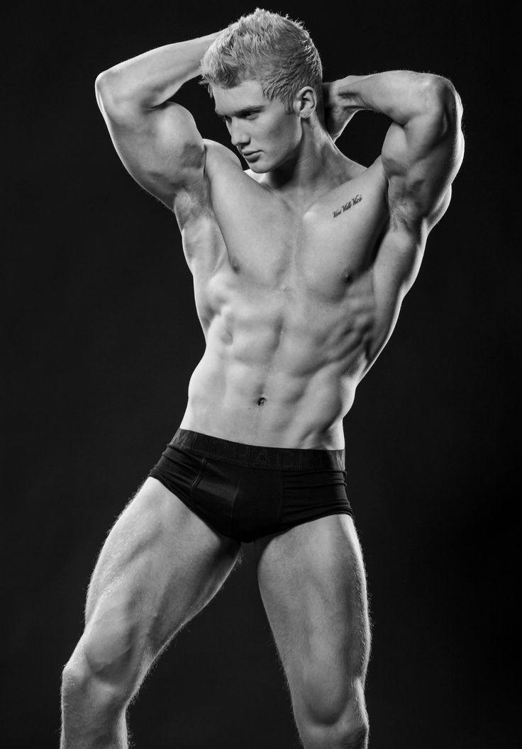 Women and men bodybuilders together nude