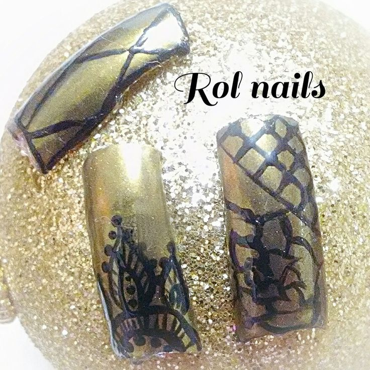 gold nail art,black and gold nail design,mirror nail art